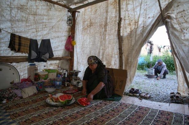 Yüksekovalılar ilk iftarı çadırda açtı 37