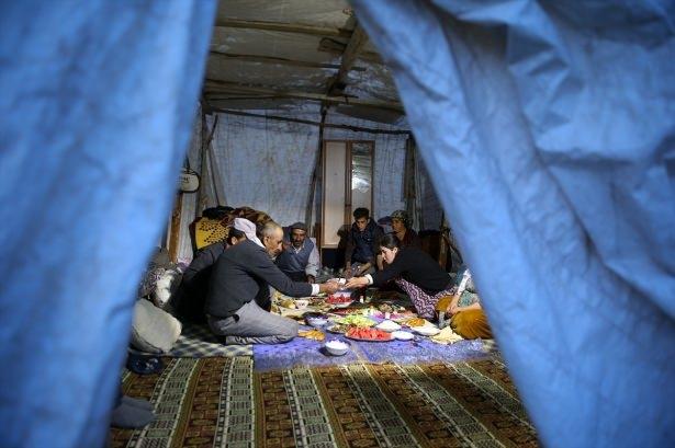 Yüksekovalılar ilk iftarı çadırda açtı 4