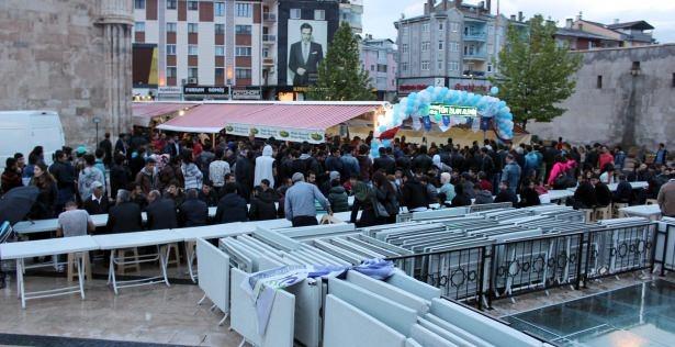 Yüksekovalılar ilk iftarı çadırda açtı 44
