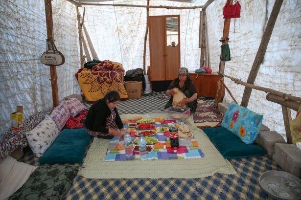 Yüksekovalılar ilk iftarı çadırda açtı 47