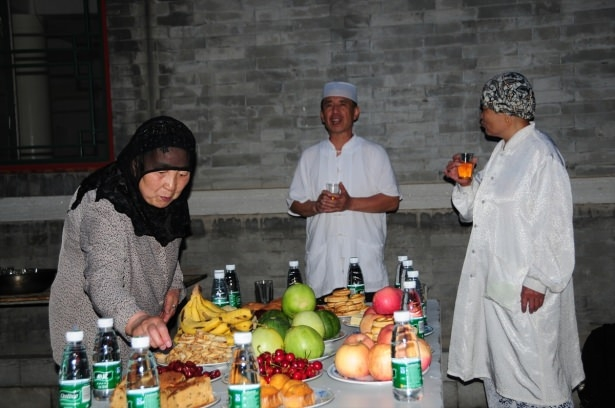 Yüksekovalılar ilk iftarı çadırda açtı 51