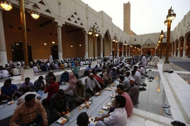 Dünyadan ramazan manzaraları 104