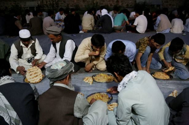 Dünyadan ramazan manzaraları 110