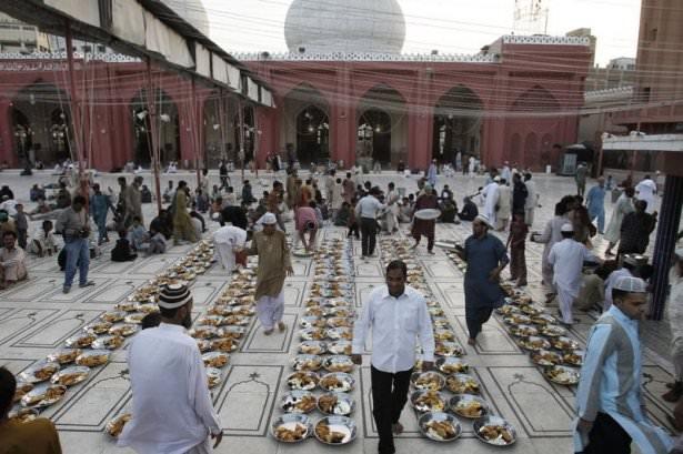 Dünyadan ramazan manzaraları 132