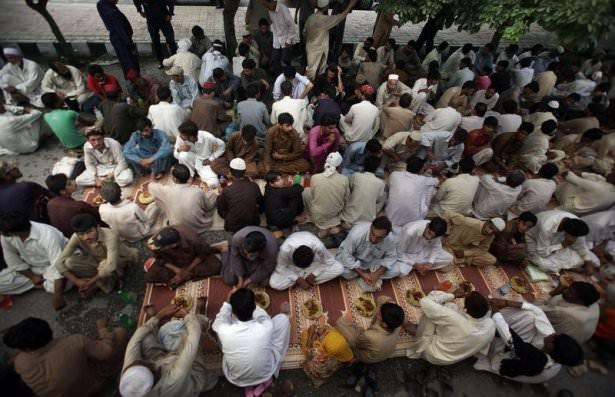 Dünyadan ramazan manzaraları 136