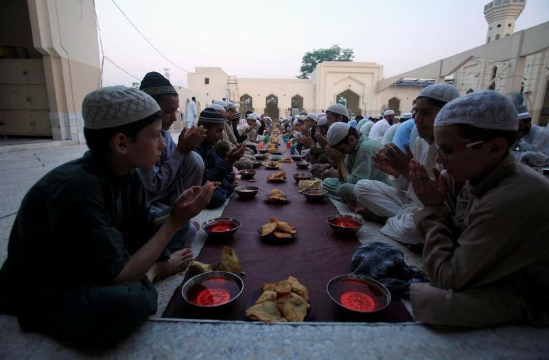 Dünyadan ramazan manzaraları 50