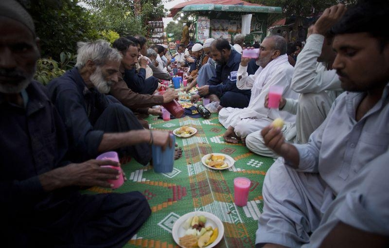 Dünyadan ramazan manzaraları 66