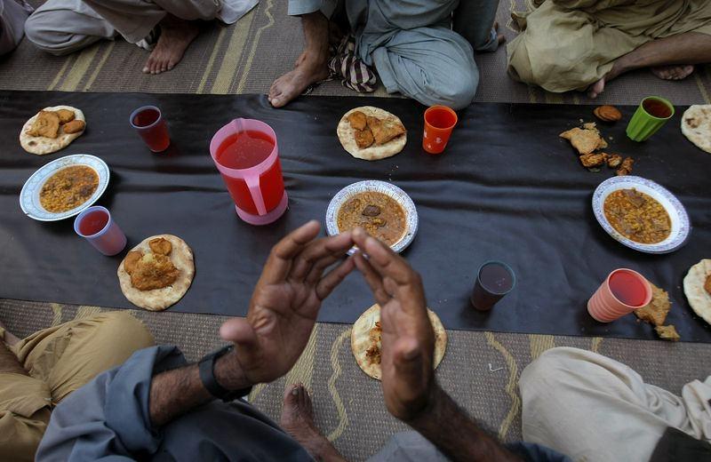 Dünyadan ramazan manzaraları 67