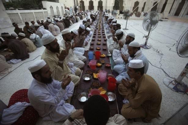 Dünyadan ramazan manzaraları 94