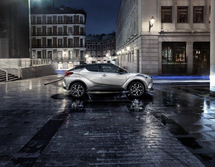 Toyota C-HR'nin iç mekanı ortaya çıktı 16