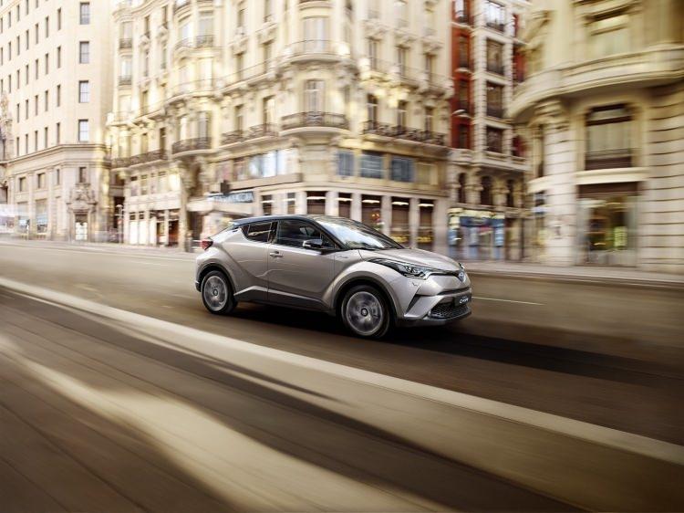 Toyota C-HR'nin iç mekanı ortaya çıktı 19