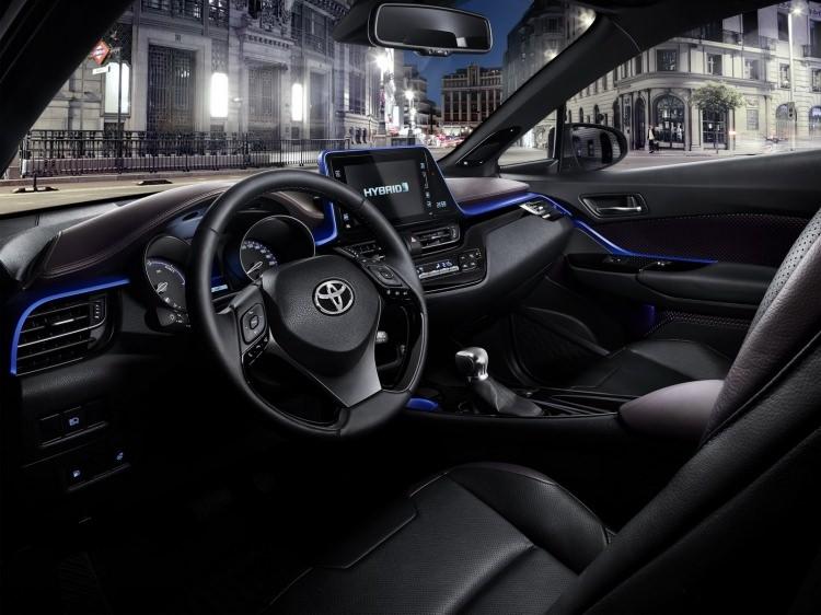 Toyota C-HR'nin iç mekanı ortaya çıktı 2