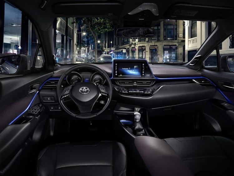Toyota C-HR'nin iç mekanı ortaya çıktı 3