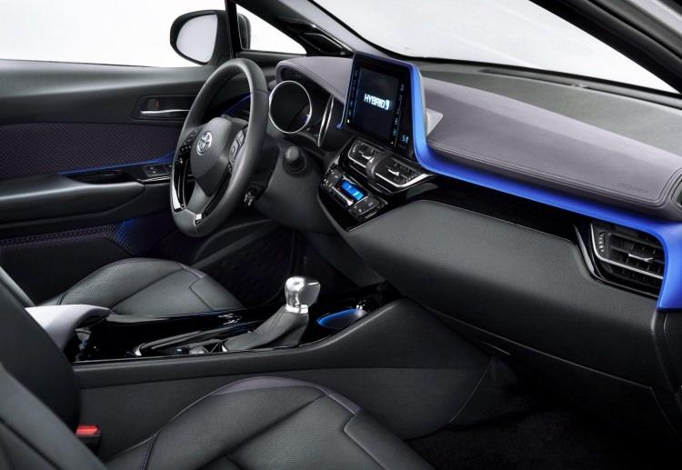 Toyota C-HR'nin iç mekanı ortaya çıktı 9