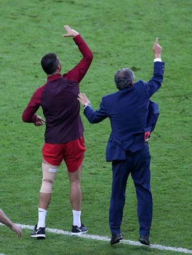 Dünya Ronaldo'nun bu hareketlerini konuşuyor! 14