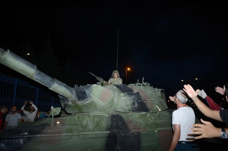 Askerler neden kollarına kırmızı-beyaz flama taktı? 29