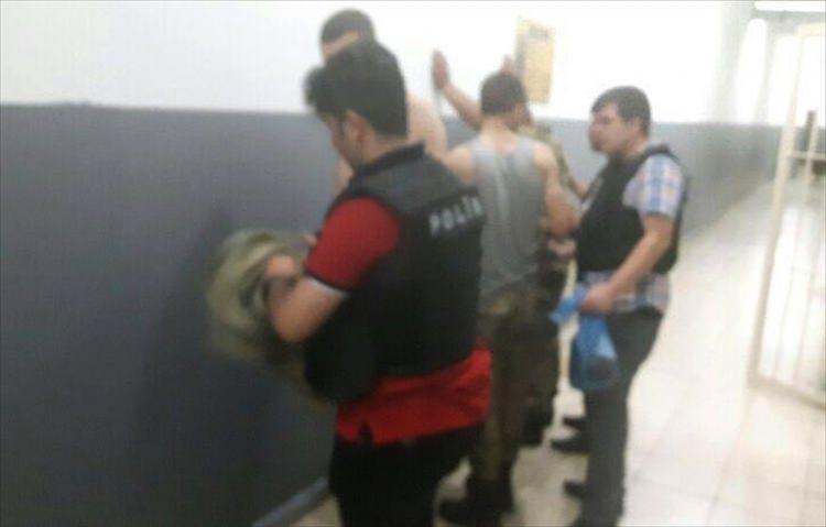 Askerler neden kollarına kırmızı-beyaz flama taktı? 34
