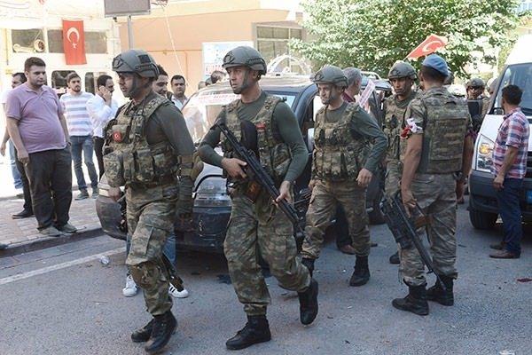 Askerler neden kollarına kırmızı-beyaz flama taktı? 6