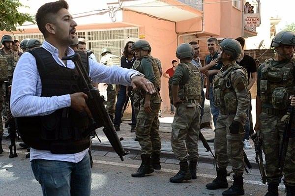 Askerler neden kollarına kırmızı-beyaz flama taktı? 7