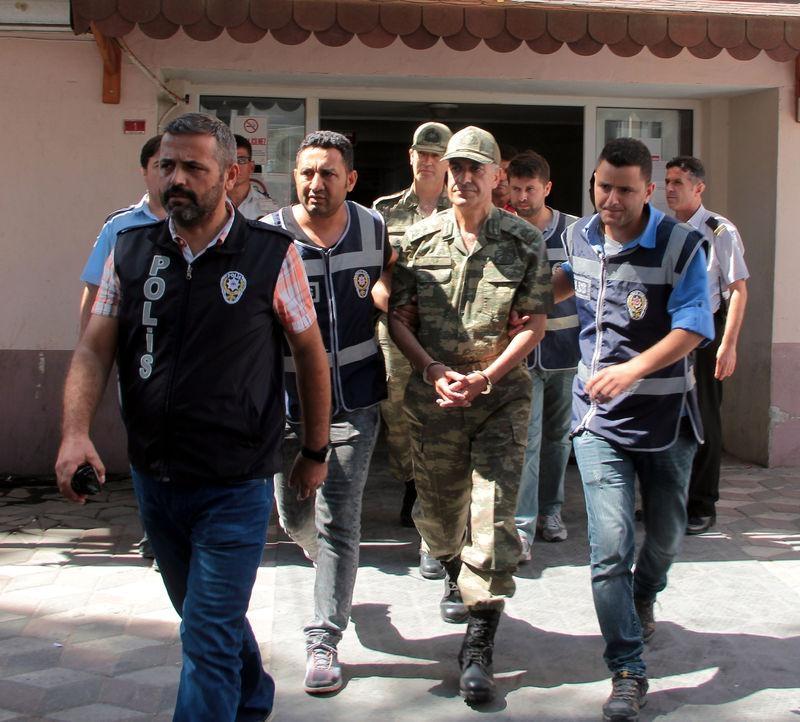 İşte tutuklanan darbeci komutanlar 23