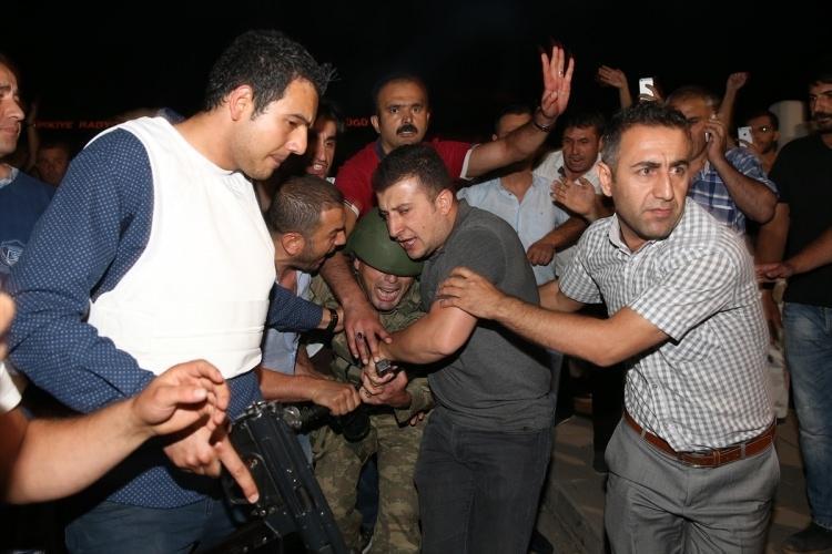İşte tutuklanan darbeci komutanlar 32