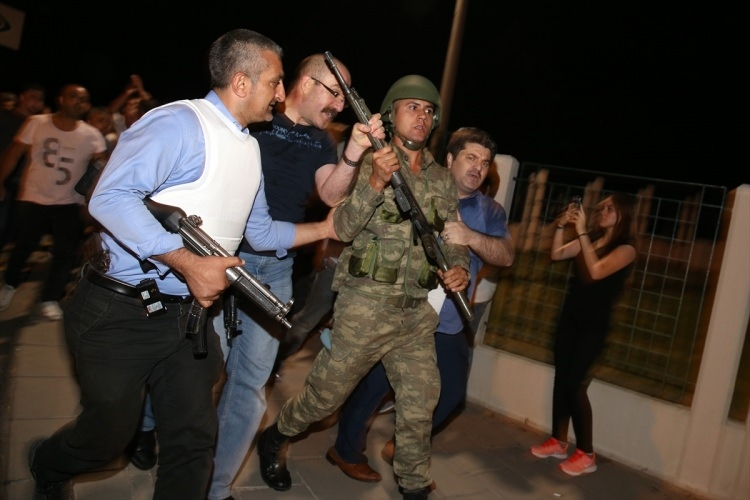 İşte tutuklanan darbeci komutanlar 67