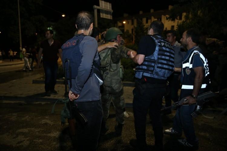 İşte tutuklanan darbeci komutanlar 71