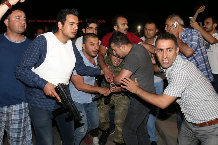 İşte tutuklanan darbeci komutanlar 95