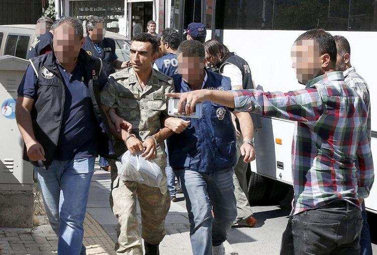 Yunanistan'a kaçan darbeciler Adliye'ye böyle geldiler 40
