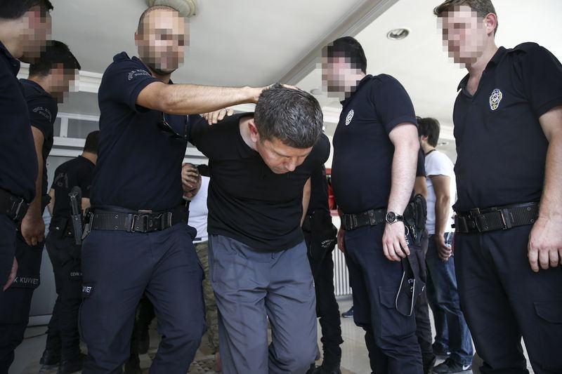 Yunanistan'a kaçan darbeciler Adliye'ye böyle geldiler 79