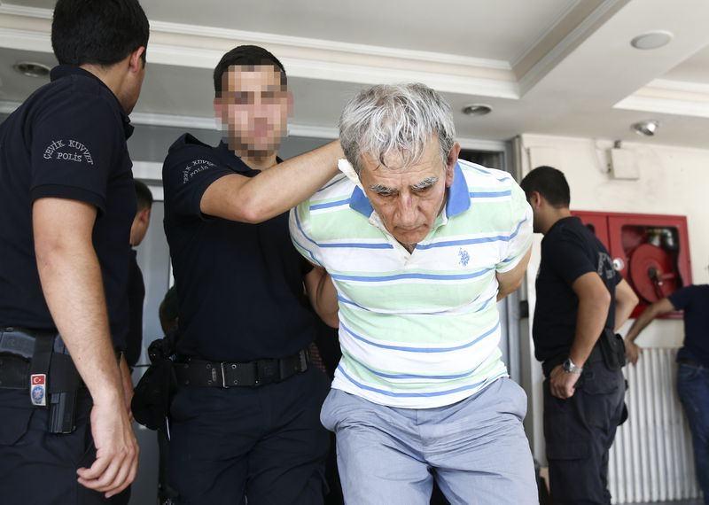 Yunanistan'a kaçan darbeciler Adliye'ye böyle geldiler 88