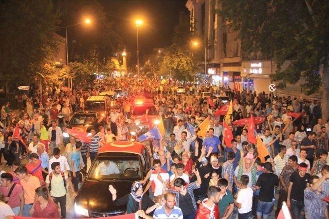 Meydanlar doldu, nöbet sabaha kadar sürdü 103
