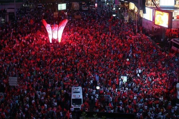 Meydanlar doldu, nöbet sabaha kadar sürdü 120