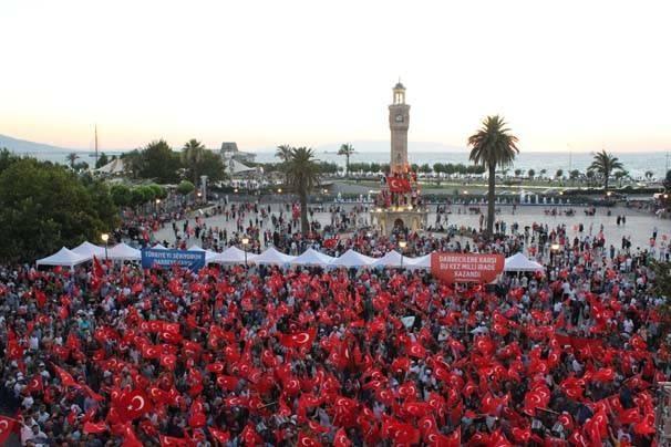Meydanlar doldu, nöbet sabaha kadar sürdü 125