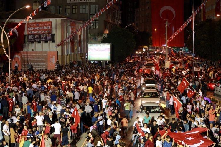 Meydanlar doldu, nöbet sabaha kadar sürdü 135