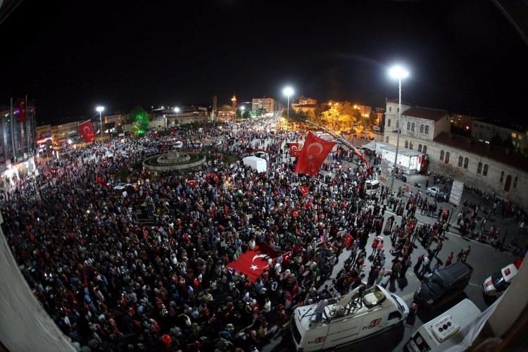 Meydanlar doldu, nöbet sabaha kadar sürdü 146