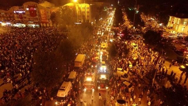 Meydanlar doldu, nöbet sabaha kadar sürdü 56