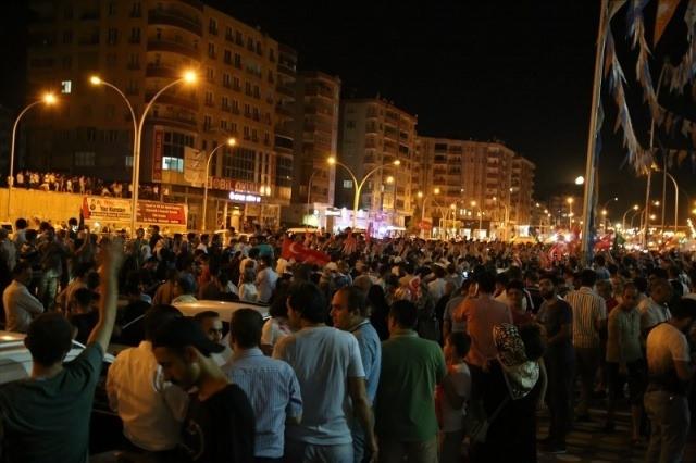 Meydanlar doldu, nöbet sabaha kadar sürdü 71
