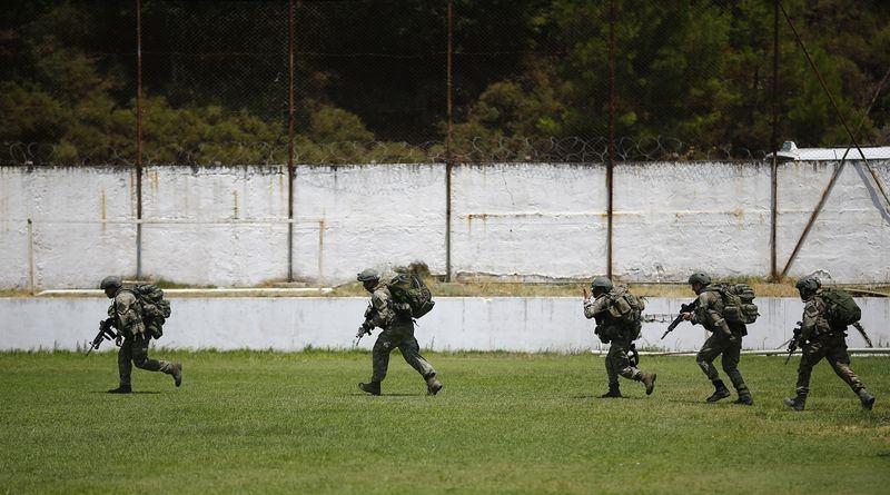 Her yerde 'Darbeci askerleri' arıyorlar! 3