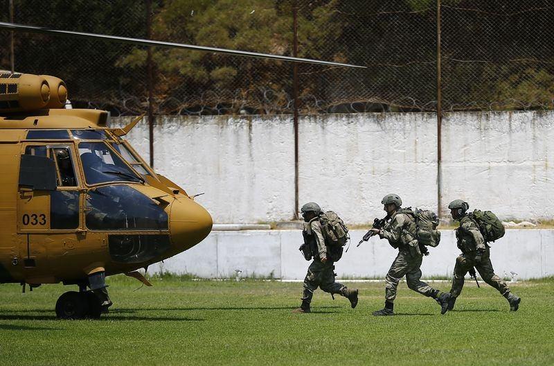 Her yerde 'Darbeci askerleri' arıyorlar! 6