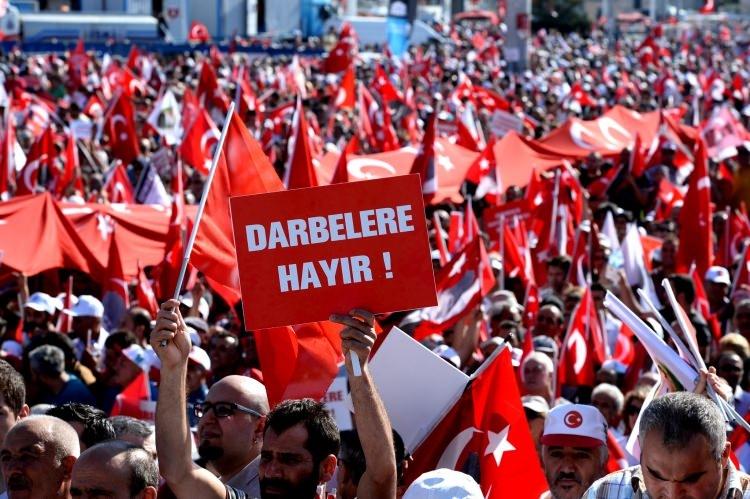 Taksim'de demokrasi mitingi 13