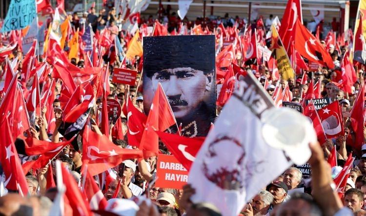 Taksim'de demokrasi mitingi 15