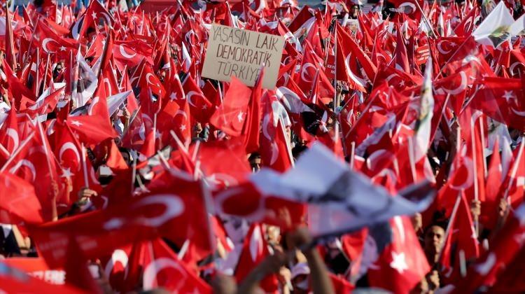 Taksim'de demokrasi mitingi 16