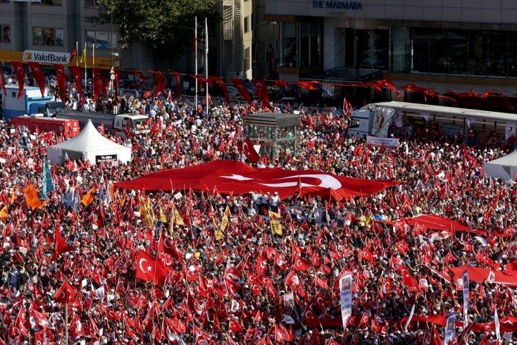 Taksim'de demokrasi mitingi 2