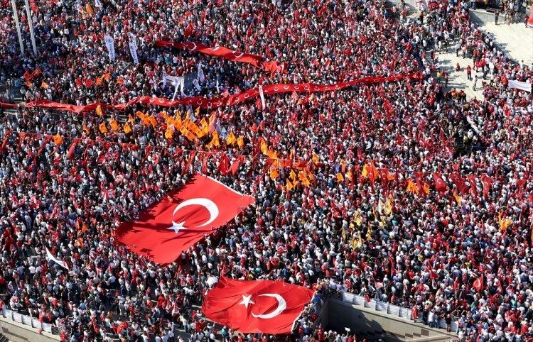 Taksim'de demokrasi mitingi 5