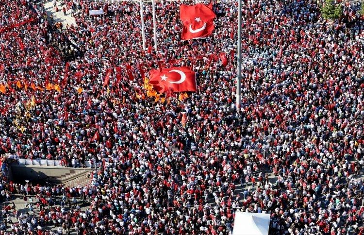 Taksim'de demokrasi mitingi 6