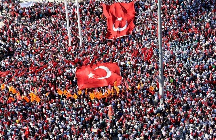 Taksim'de demokrasi mitingi 7