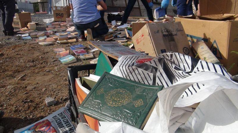 FETÖ'cü darbeciler Kur'an-ı bile yerlere atmış! 22