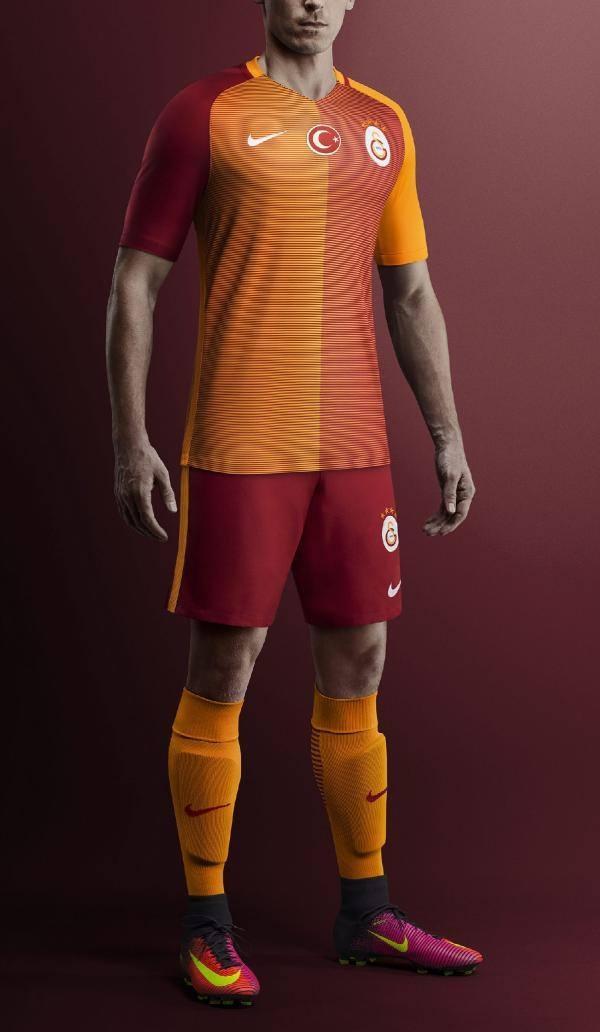 Galatasaray'ın yeni formaları tanıtıldı 3