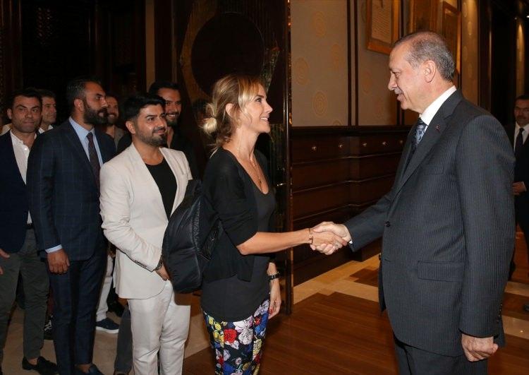 Erdoğan demokrasi nöbeti tutan ünlüleri kabul etti 1